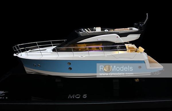 15. Motorboat Monte Carlo 5 - Powerboat Beneteau