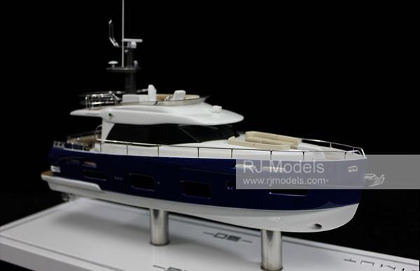 17. Azimut 50 Flybridge boats