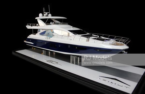 4. Azimut Flybridge 80 yacht model